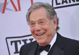 "A los 87 años murió George Segal, protagonista de ""Who's Afraid of Virginia Woolf?"" y parte de ""The Goldbergs"""